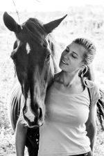 Avec mon cheval, sans lequel je ne serai pas devenu Praticienne de Shiatsu